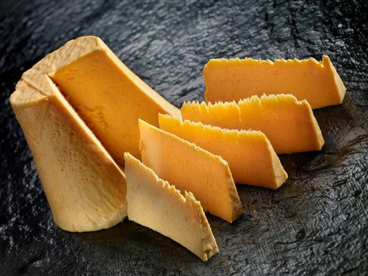 fotografía de alimentación de queso Afuega el Pitu, Asturias