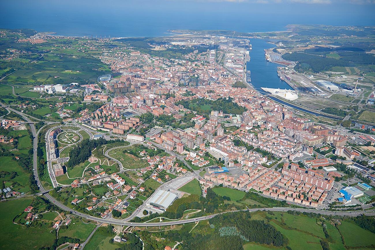 Fotografía aérea de Avilés (Asturias)