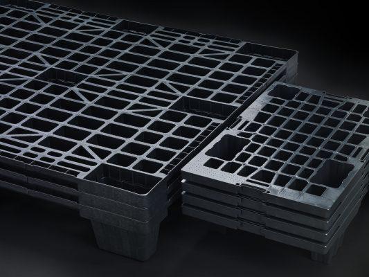 Bodegón de contenedores sobre fondo negro - Nortpalet, Sotrondio, Asturias.