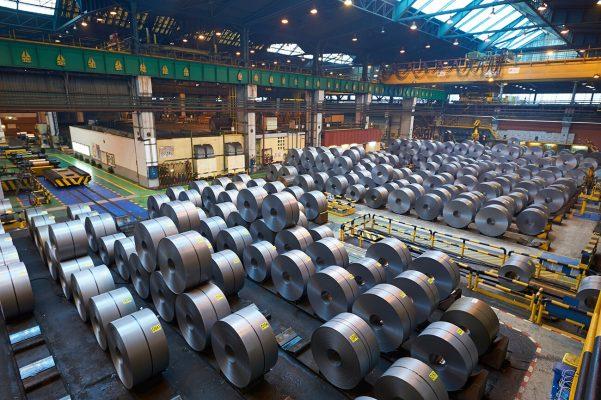 Fotografía industrial del almacen de bobinas de chapa de Arcelor Mittal en Avilés, Asturias. Laminado. Metal. Acero. Industrial. Fundición.