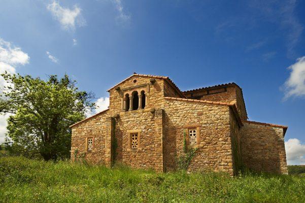 Iglesia prerrománica de Santa María de Bendones, Oviedo, Asturias.