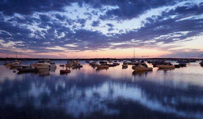 Foto al amanecer en puerto pesquero - Larga exposición.