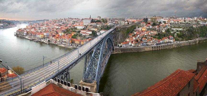 Panorámica de la ciudad de Oporto, Portugal, viaje.