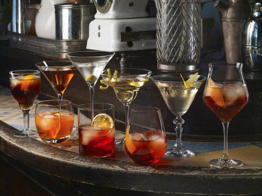 b fotografía bebidas y licores de copas de cocktail, realizada en la cafeteria Varsovia, Gijón, para la firma Dkristal, Siero, Asturias.