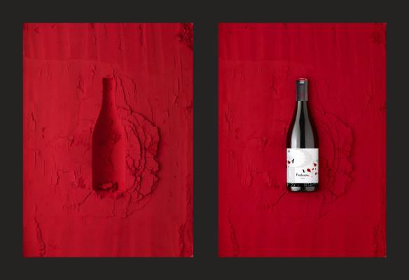 Bodegón con vino tinto.