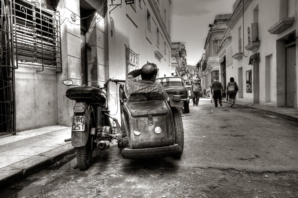 221109-Viajes-fotografia profesional  de moto con sidecar en La Habana Cuba