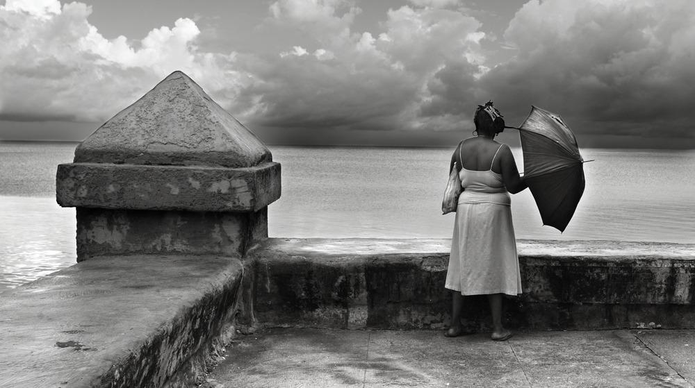 221109-Viajes-fotografia profesional en el malecon de La Habana Cuba B/N