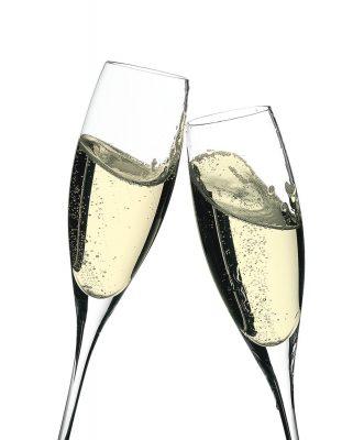 Dos copas de champán en movimiento brindando - Dkristal, Siero, Asturias. Fotografía de bebidas y licores de dos copas de cava en movimiento, brindando para una felicitación de navidad