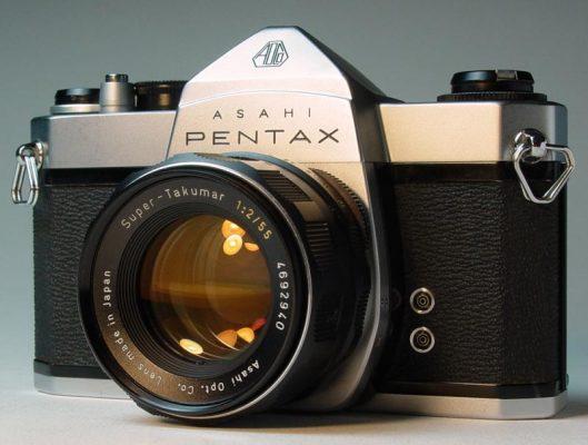 Primera cámara reflex